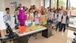 Alunos da Escola Municipal Getúlio Vargas presenteiam prefeito com trabalhos de Robótica