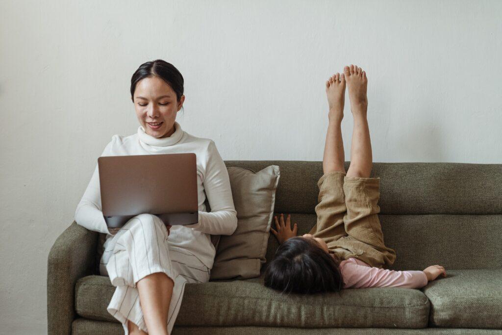 Brincar sozinho ajuda a desenvolver a autonomia da criança.